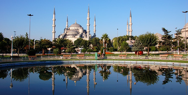 Image of the Blue Mosque or Sultanahmet Camii in Istanbul, Turkey