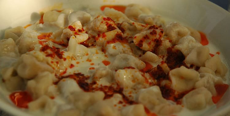 Picture of a served plate of mantı, a traditional Turkish dish, often called Turkish ravioli.