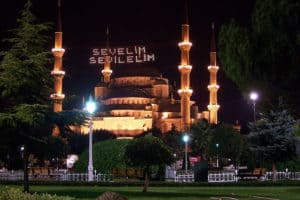 Illuminated Blue Mosque saying: Sevelim sevilelim 'Let us love, Let us be loved' by Yunus Emre (a Turkish poet and Sufi mystic).