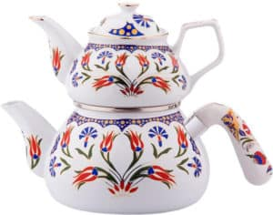 Picture of typical Turkish teapot in porcelain.
