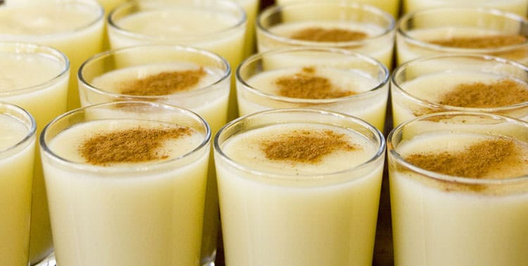 Picture of glasses of fresh salep in Istanbul.