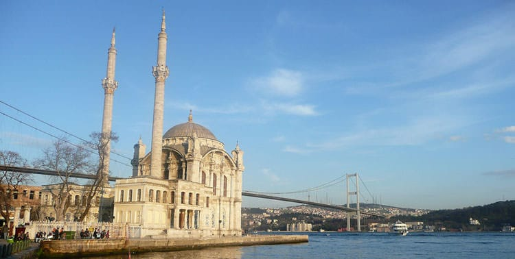 Image of the mosque in Ortaköy, Istanbul.